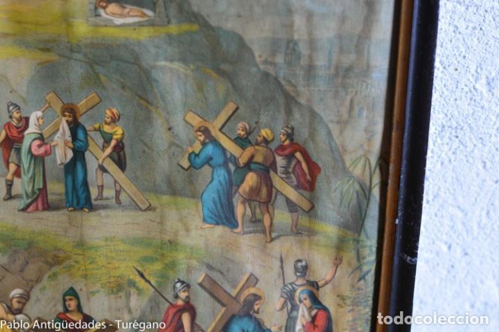 Antigüedades: Cuadro con lámina a color de Vía Crucis - Escena religiosa, Cristo con la Cruz, crucifixión - Foto 8 - 133309078