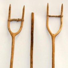 Antigüedades: LOTE DE 3 HORCAS ANTIGUAS EN MADERA. Lote 133310490