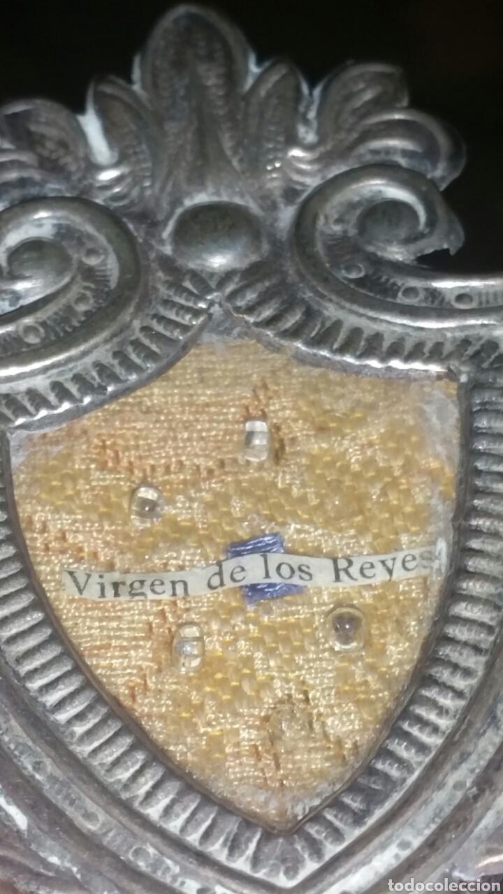 Antigüedades: Antiguo relicario de la Virgen de los Reyes creo que es plata - Foto 2 - 133385711