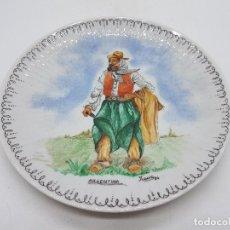 Antigüedades: PRECIOSO PLATO ANTIGUO DE PORCELANA DE GAUCHO ARGENTINO PINTADO A MANO.. Lote 133390614