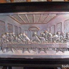 Antigüedades: SANTA CENA EN RELIEVE DE COBRE PLATEADO 84X54 CM. Lote 133392150