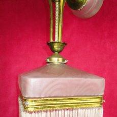 Antigüedades: GENIAL LAMPARA MODERNISTA CIRCA 1900 LATON Y CRISTAL 4 LUCES RESTAURADA. Lote 133398078