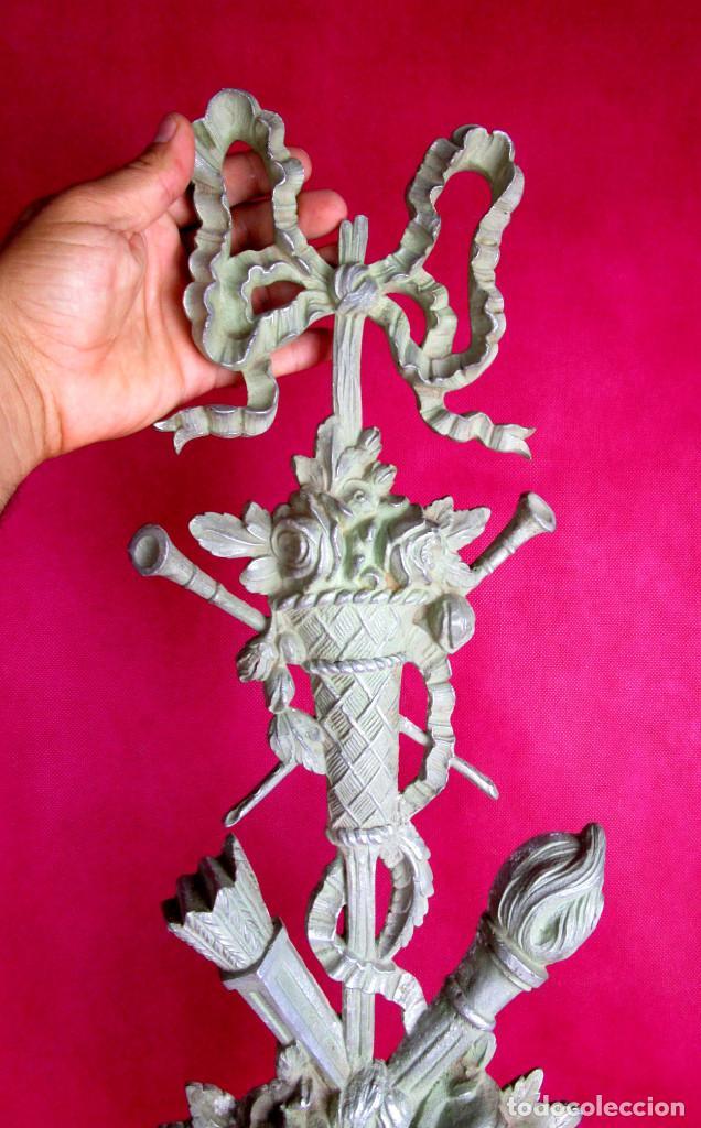 BESTIAL APLIQUE 95CM ANTIGUO EN METAL TONO PLATA ESTILO IMPERIO IDEAL DECORACION (Antigüedades - Varios)