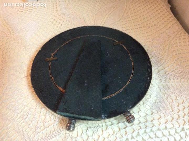 Antigüedades: Espejo de mesa redondo con marco bañado en plata. 15 cm de diámetro. - Foto 3 - 133418282