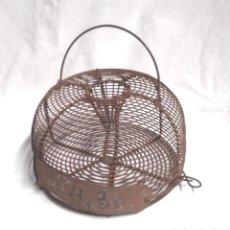 Antigüedades: TRAMPA CAZA MOSCAS, COMPLETO BUEN ESTADO AÑOS 40. MED. 17 X 9 CM. Lote 133449922