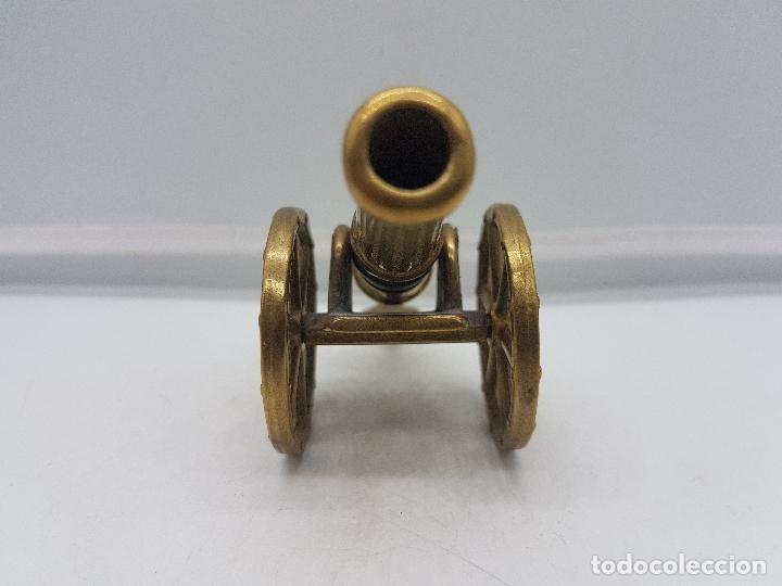 Antigüedades: Preciosa reproducción antigua a escala de bronce de cañon de campaña imperial. - Foto 4 - 133461762