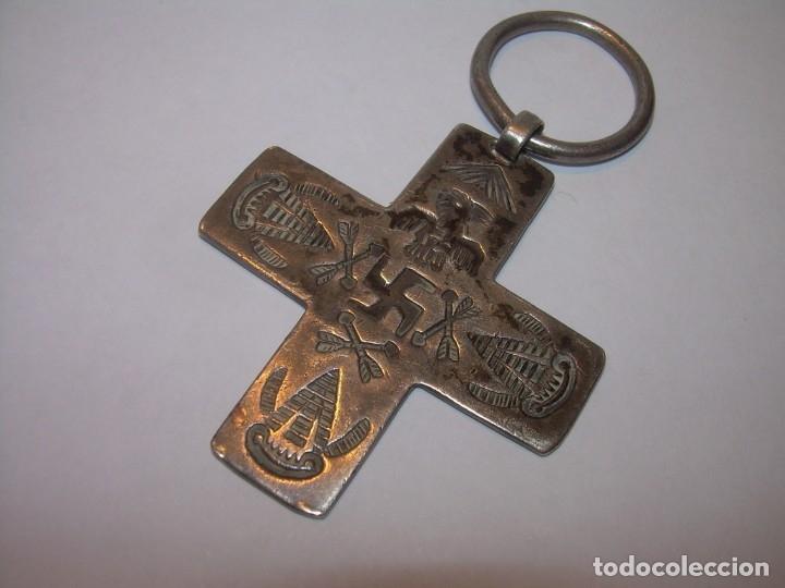 Antigüedades: ANTIGUA Y RARA CRUZ CINCELADA EN PLATA CON SWASTIKA ESVASTICA - Foto 2 - 133477134
