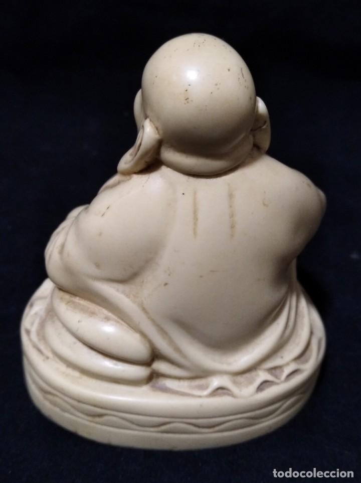 Antigüedades: Antigua figura de buda en marfilina o resina - Foto 3 - 133490678