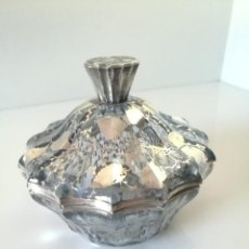Antigüedades: ANTIGUA BOMBONERA - CRISTAL DECORADO EN PLATA - MOTIVOS FLORALES. Lote 133491246