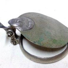 Antigüedades: TAPA ÉPOCA MODERNISTA PARA RECIPIENTE. EN ALEACIÓN DE METALES.. Lote 133560034