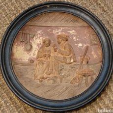 Antigüedades: ANTIGUO PLATO DE TERRACOTA DECORADO CON MOTIVOS COSTUMBRISTAS. Lote 133561902