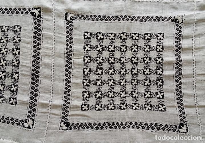 Antigüedades: Antiguo mantel bordado - Foto 12 - 133563902