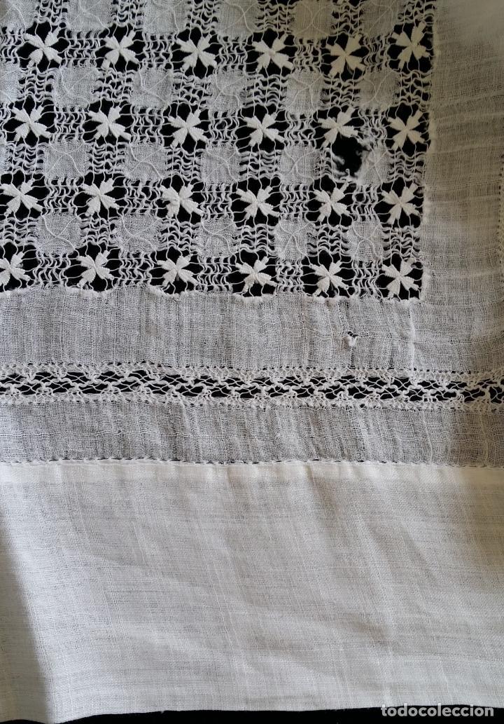 Antigüedades: Antiguo mantel bordado - Foto 16 - 133563902
