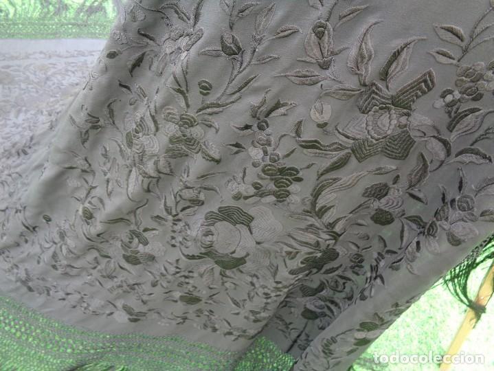 Antigüedades: ANTIGUO Y GRAN MANTON DE MANILA ISABELINO NEGRO BORDADO CON FLORES EN NEGRO - Foto 13 - 133564914