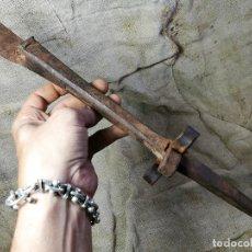 Antigüedades: ANTIGUO YUNQUE CLAVO AFILAR PICAR LA DALLA -DALLE-HOZ-GUADAÑA -PIRINEO DE LERIDA -ETNOGRAFIA. Lote 133574358