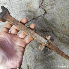 Antigüedades: ANTIGUO YUNQUE CLAVO AFILAR PICAR LA DALLA -DALLE-HOZ-GUADAÑA -PIRINEO DE LERIDA -ETNOGRAFIA. Lote 133574526