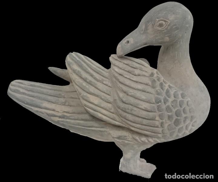 ANTIGUO PATO DE TERRACOTA DE ORIGEN CHINO. SIGLO XVIII.26X30X16 (Antigüedades - Porcelanas y Cerámicas - China)