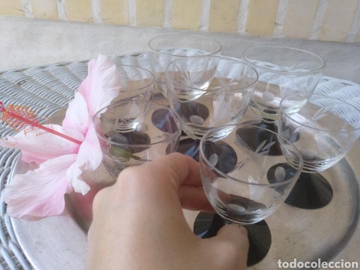 Antigüedades: Cristaleria de copas antiguas.tallado .cristal negro - Foto 2 - 133619201