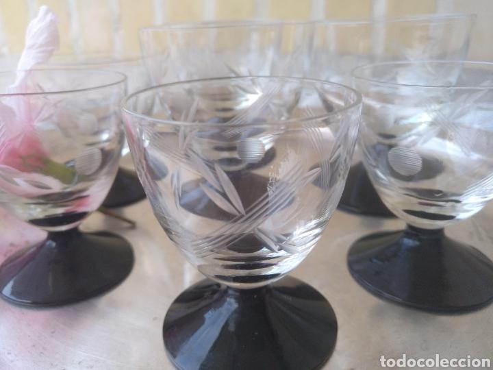 Antigüedades: Cristaleria de copas antiguas.tallado .cristal negro - Foto 3 - 133619201