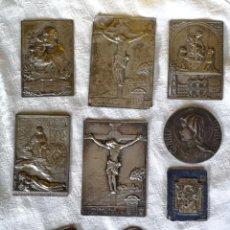 Antigüedades: LOTE DE 9 PLACAS CATÓLICAS. METAL PLATEADO. ESPAÑA. AÑOS 30. Lote 133625318