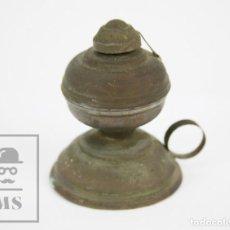 Antigüedades: ANTIGUA LÁMPARA / PALMATORIA DE ACEITE - LATÓN - MEDIDAS 8 X 6,5 X 8,5 CM. Lote 133635462