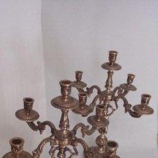 Antigüedades: JUEGO DE 2 CANDELABROS DE BRONCE ANTIGUOS CAPACIDAD PARA 5 VELAS . Lote 133666542