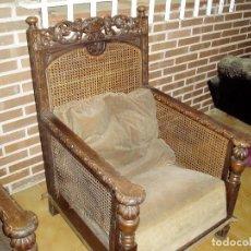 Antigüedades: DOS SILLONES TALLADOS EN MADERA DE CASTAÑO. Lote 133680782
