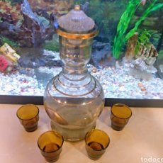 Antigüedades: BOTELLA LICORERA CON VASITOS. Lote 133701091