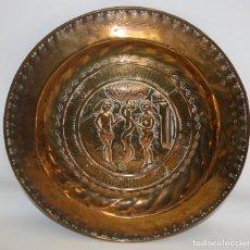 Antigüedades: PLATO PETITORIO EN COBRE REPUJADO DEL SIGLO XIX. Lote 133725130