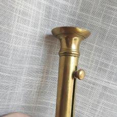 Antiques - Antiguo candelabro con regulador de altura de la vela - 133729683
