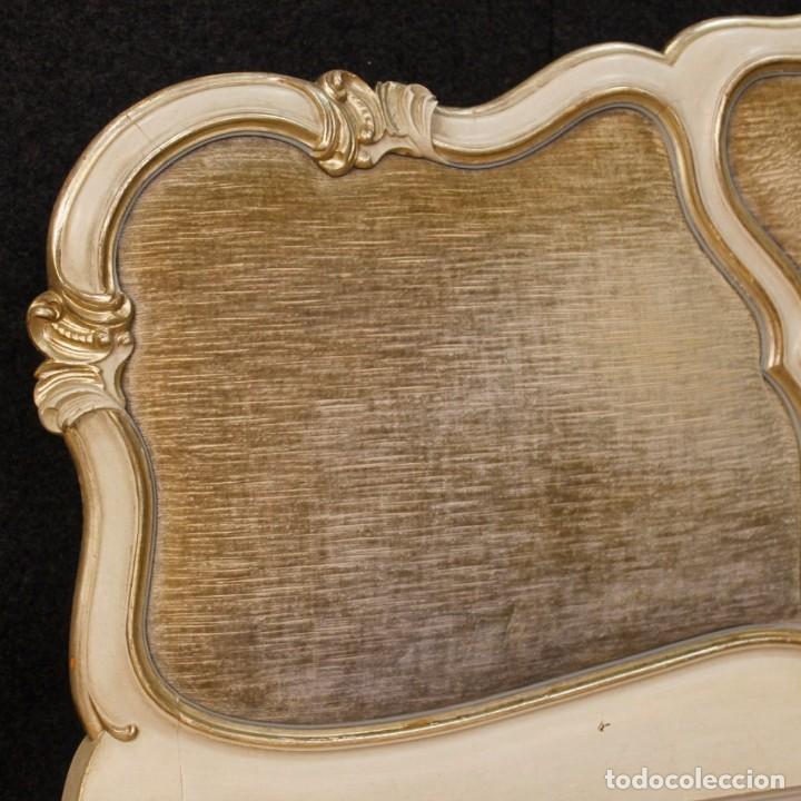 Antigüedades: Cama veneciana en madera lacada y plateada con terciopelo - Foto 3 - 133730494