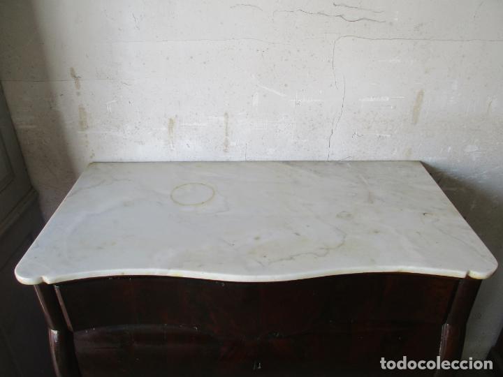Antigüedades: Antigua Cómoda Isabelina Bombeada - Madera de Raíz de Caoba - Mármol Blanco - S. XIX - Foto 8 - 133731566