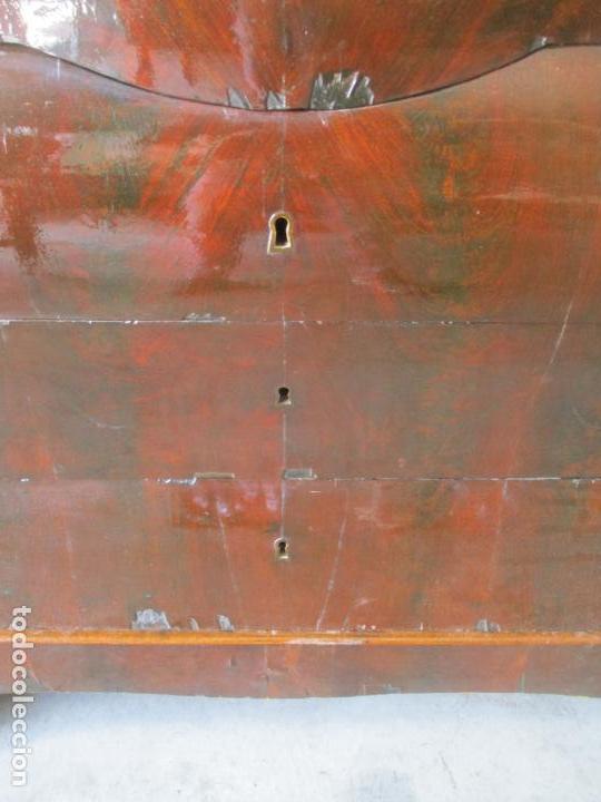 Antigüedades: Antigua Cómoda Isabelina Bombeada - Madera de Raíz de Caoba - Mármol Blanco - S. XIX - Foto 21 - 133731566