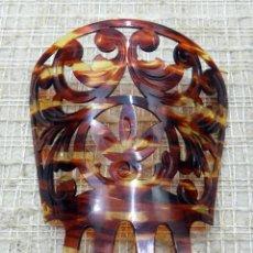 Antigüedades: ANTIGUA PEINETA DESCONOZCO MATERIAL, PARECE SIMIL DE CAREY, 14 X 12. Lote 133738698