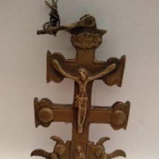 Antigüedades: ANTIGUA CRUZ DE CARAVACA EN BRONCE. Lote 133763834