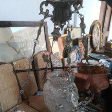 Antigüedades: LÁMPARA ANTIGUA CON TULIPA CRISTAL TALLADO. Lote 133775702