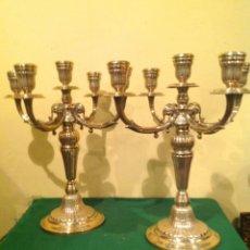 Antigüedades: PAREJA DE CANDELABROS PLATA DE LEY 925 CUATRO BRAZOS Y EL CENTRAL FIRMADO POR EL PLATERO. Lote 133805394