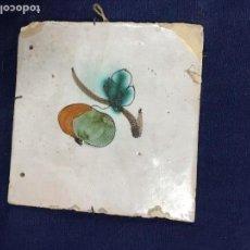 Antigüedades: ANTIGUO AZULEJO RAJOLA CERÁMICA CATALANA CATALUÑA SERIE DE LA FRUTA GRANADA PINTADA A MANO S XVIII. Lote 133812162