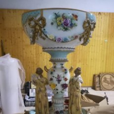 Antigüedades: GRAN CENTRO DE PORCELANA EUROPEA, PLANTA OVAL. Lote 133812338