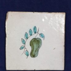 Antigüedades: AZULEJO RAJOLA CERÁMICA CATALANA SERIE DE LA FRUTA PINTADA A MANO S XVIII. Lote 133813382