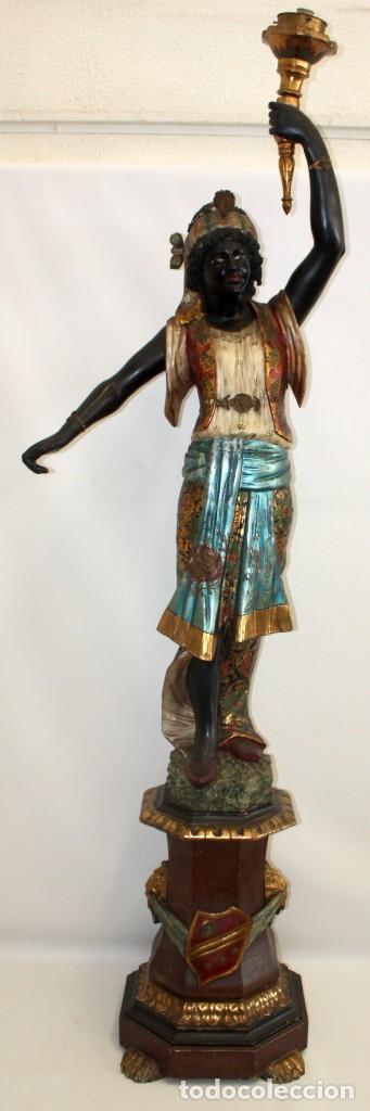 IMPORTANTE TORCHERO NEGRO (VENECIANO) EN MADERA TALLADA Y POLICROMADA. APROXIMADAMENTE 1900 (Antigüedades - Iluminación - Lámparas Antiguas)