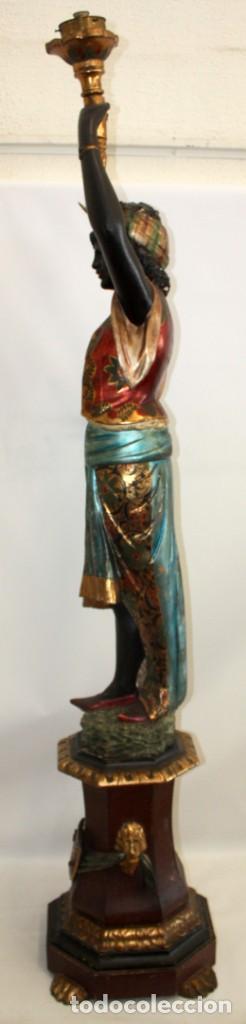 Antigüedades: IMPORTANTE TORCHERO NEGRO (VENECIANO) EN MADERA TALLADA Y POLICROMADA. APROXIMADAMENTE 1900 - Foto 3 - 133818058