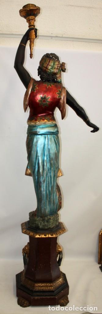Antigüedades: IMPORTANTE TORCHERO NEGRO (VENECIANO) EN MADERA TALLADA Y POLICROMADA. APROXIMADAMENTE 1900 - Foto 4 - 133818058