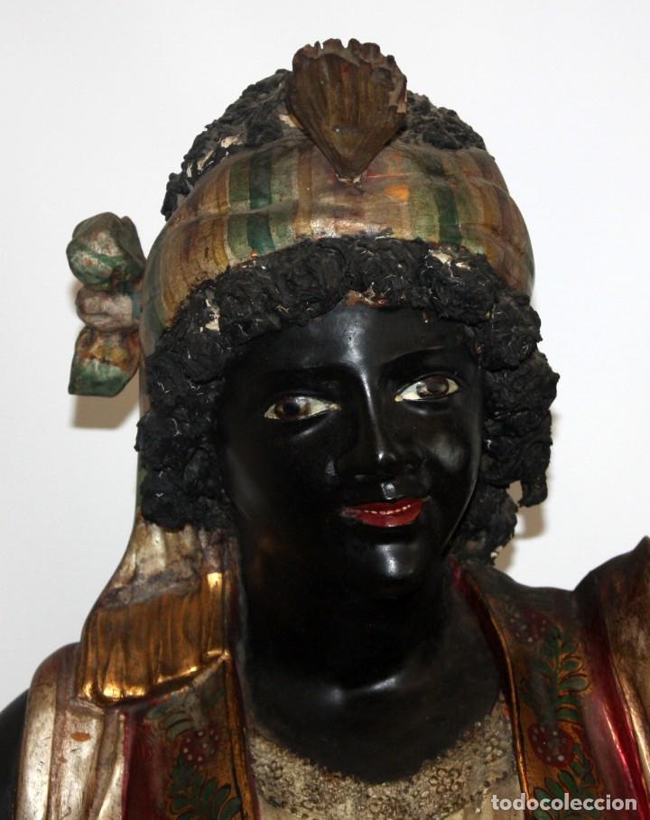 Antigüedades: IMPORTANTE TORCHERO NEGRO (VENECIANO) EN MADERA TALLADA Y POLICROMADA. APROXIMADAMENTE 1900 - Foto 5 - 133818058