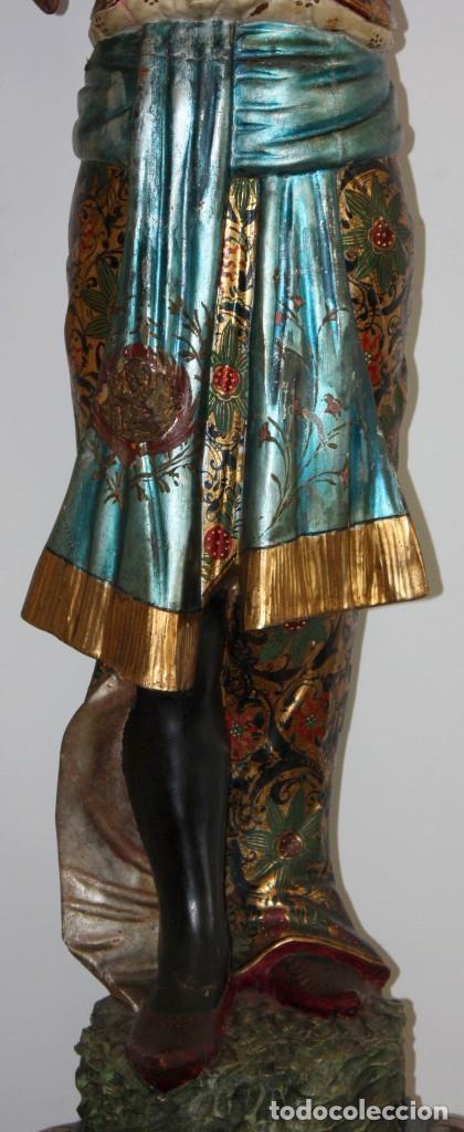 Antigüedades: IMPORTANTE TORCHERO NEGRO (VENECIANO) EN MADERA TALLADA Y POLICROMADA. APROXIMADAMENTE 1900 - Foto 10 - 133818058