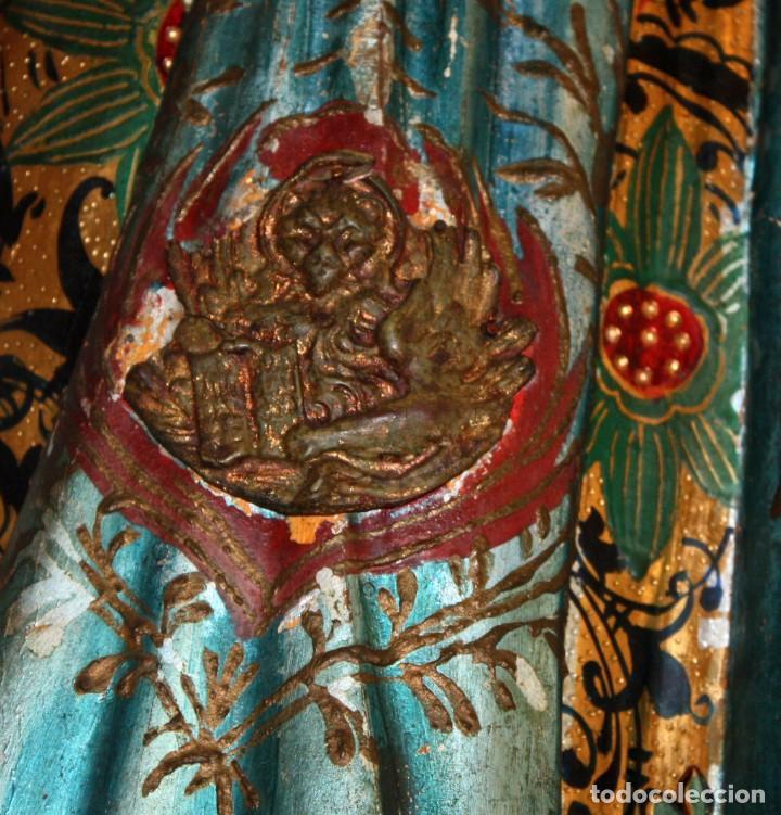 Antigüedades: IMPORTANTE TORCHERO NEGRO (VENECIANO) EN MADERA TALLADA Y POLICROMADA. APROXIMADAMENTE 1900 - Foto 12 - 133818058