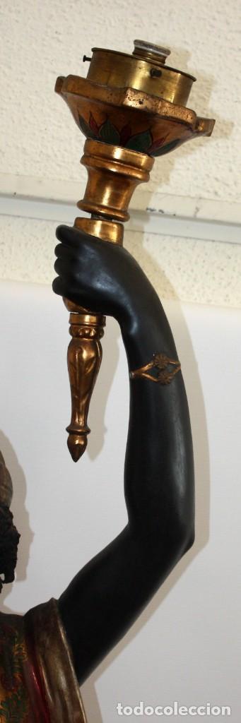 Antigüedades: IMPORTANTE TORCHERO NEGRO (VENECIANO) EN MADERA TALLADA Y POLICROMADA. APROXIMADAMENTE 1900 - Foto 14 - 133818058