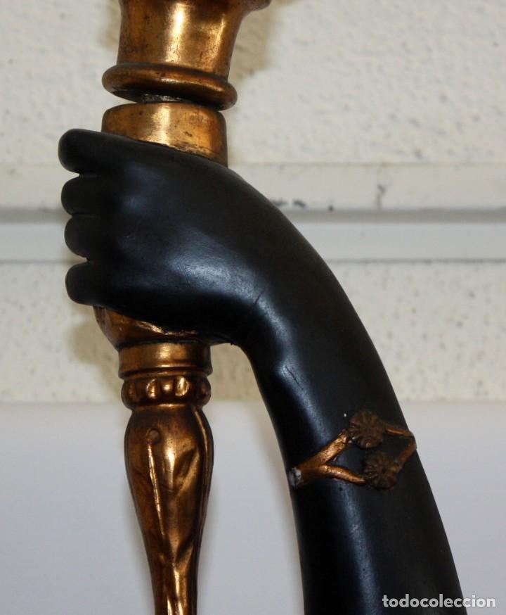 Antigüedades: IMPORTANTE TORCHERO NEGRO (VENECIANO) EN MADERA TALLADA Y POLICROMADA. APROXIMADAMENTE 1900 - Foto 16 - 133818058