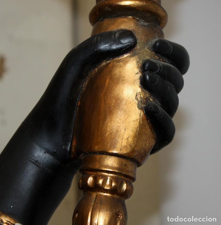 Antigüedades: IMPORTANTE TORCHERO NEGRO (VENECIANO) EN MADERA TALLADA Y POLICROMADA. APROXIMADAMENTE 1900 - Foto 17 - 133818058