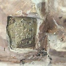 Antigüedades: ANTIGUA CAPILLA LIMOSNERA PORTÁTIL SAGRADA FAMILIA SELLO OLOT. S XX. OJOS DE CRISTAL.. Lote 133820962